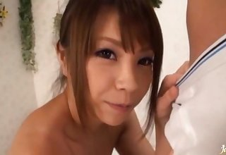 Cum loving Japanese chick drops chiefly their way knees to give a blowjob