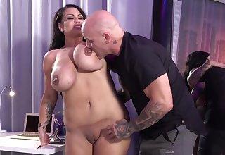 Heavy titty slut Samantha Mack likes it rough