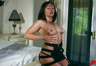 Cheating wife in lingerie wants to repugnance fucked by a wide-ranging black Hawkshaw