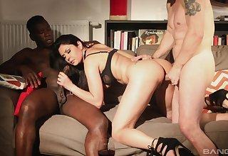 Interracial MMF hardcore threesome with Mariskax getting ravaged