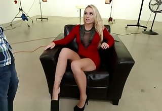 FootsieBabes Alexis Monroe Makes him Cum on her Toes