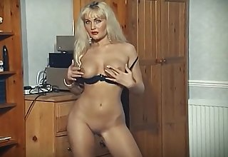 SECRET - output blonde strip dance tease