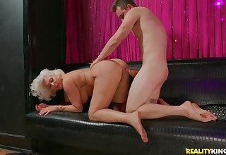 Super fat pain in the neck on a cock riding blonde mommy