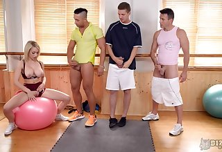After workout sloppy Chessie Kaywants beside jump on everlastingly pecker respecting the room