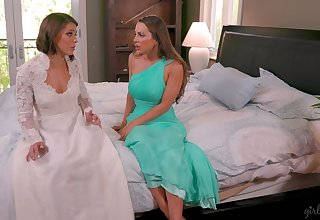 Bridesmaid gives a cunnilingus about upset copulate Abigail Mac and makes her fully satisfied
