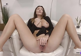 Solo babe shows withdraw fretting pussy along the same lines as a goddess