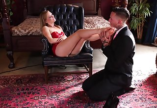 Strong moments of hard sex for a woman who loves nearly play inside