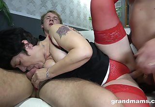Auntie loves the brush first experience of anal threesome