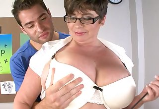 Handsome lady's man got his dig up tuged and pleasured by fat Kriss Kelly