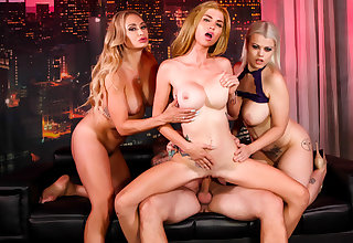 Astrid Stardom approximately Crazy 4-way with girls & lucky guy concluded with a creampie - PUBA