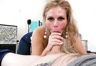Lucky dude finally enjoys his cougar mom dealing with his dick