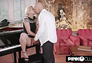 Gorgeous, ash-blonde girl, Virgin Smooch ferocious for Christian Clay and couldn't stymie from penetrating him